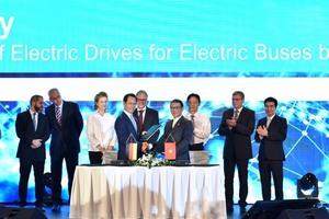 VinFast, Siemens sign deals for buses