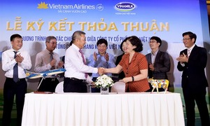 Vietnam Airlines and Vinamilk sign branding deal