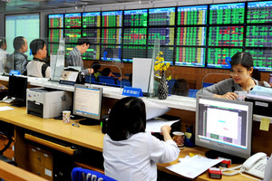 Oil stocks boost market