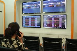 VN shares see slight growth on unstable sentiment
