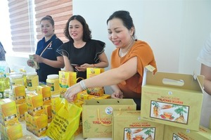 Vietnamese and Lao firms display products to get more business chances
