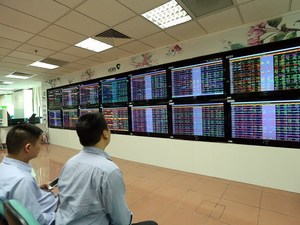 Shares recover on banking stocks