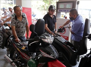 Petrol prices continue to drop