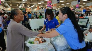 Demand for delivery services surges before Tet holiday