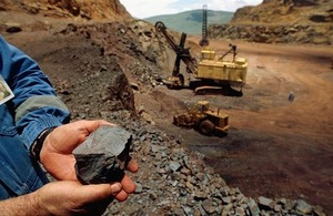 Ministry allows exports of iron ore bought from Quy Xa Mine