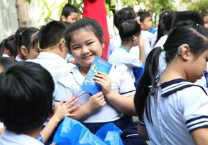 Sacombank offers Tet gifts to disadvantaged