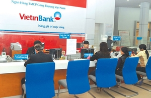 VN-Index down, blue chips mixed