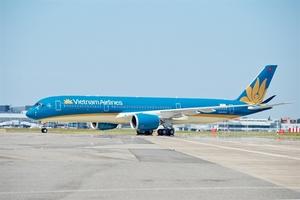 Vietnam Airlines raises salary for pilots