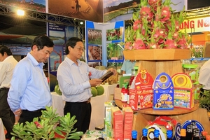Agriculture trade fair underway in Binh Thuan