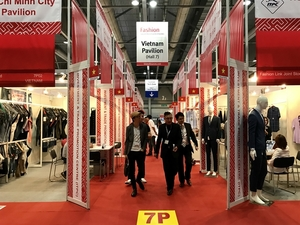 Prominent Vietnamese garment-makers showcase goods at Hong Kong fair