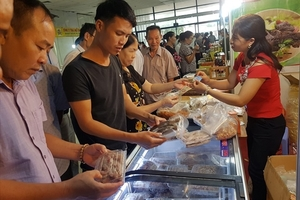 Seafood product fair opens in Ha Noi