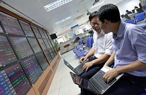 Banks support the VN-Index, caution remains