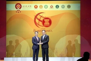 Hanoi Daewoo Hotel receives ASEAN Business Award for Tourism