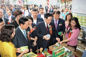 The week of Hoa Binh Province's safe agricultural product kicks off in Big C