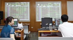 VN-Index drops for third day, dragged down by heavyweight stocks
