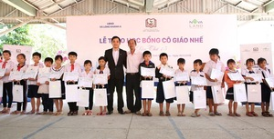 Novaland continues to provide scholarships to Dong Thap Province students