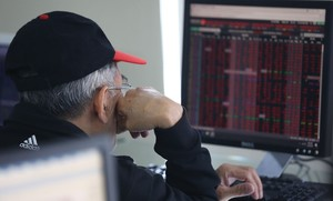 VN-Index up slightly, market trading quiet ahead of year-end