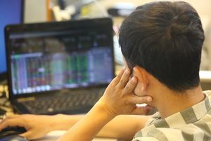 VN stocks uncertain amid rising sell pressure