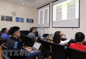 Vietnam stocks to progress amid profit-earning pressure