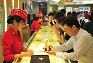 Domestic gold soars, still cheaper than global prices