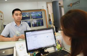 VN stocks end early trade on a positive note