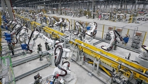 Malaysian firms explore investment in VN's car manufacturing industry