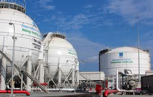 Oil price increases boost VN stocks in early trading