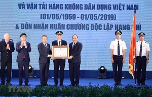 PM hopes Vietnam Airlines will become a five-star airline soon