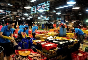 HCM City wholesale markets to ban unprocessed farm produce