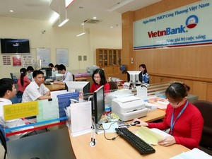 VN stocks tumble on international pressure