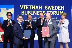 Take a chance on Viet Nam: PM Phuc wants Swedish investment