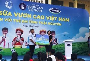 Vinamilk donates milk to disadvantaged children in Thai Nguyen