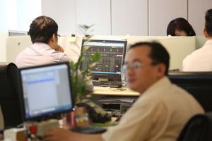 VN-Index down, trading liquidity remains weak