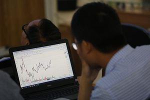 VN stocks up, trade war still worries investors