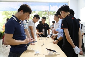 BKAV opens its first Bphone Store in Ha Noi