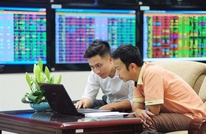 Shares advance as blue-chips gain ground
