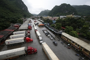 Imports stuck at border gates due to new Chinese rules
