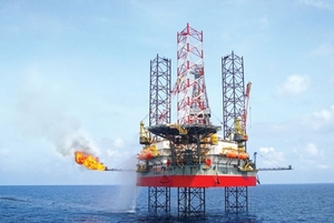 VN stocks up on rising oil prices