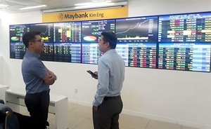 Shares slide, money flows into industrial sector