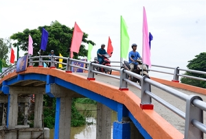 Tiger Beer uses recycled bottle caps to build rural bridge