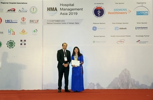 Gold award forHospital CEO of the Year presented to Vietnamese leader