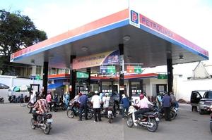Viet Nam reduces petroleum imports