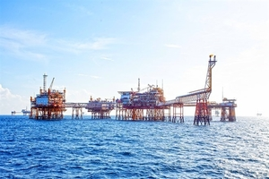 PetroVietnam posts positive revenues despite falling oil prices