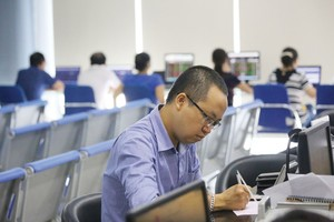 VN stocks mixed, liquidity remains low