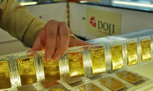 Gold prices hit six-year peak