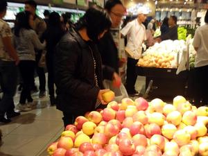 International fruit exporters see Vietnamese market as ripe for picking