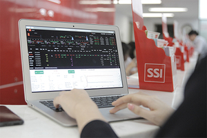 Brokerage, material stocks boost market