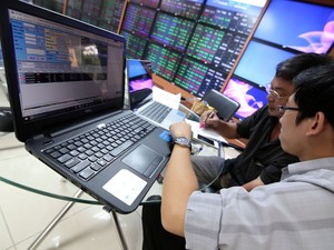 Shares gain on banking stocks