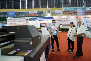 Advertising equipment, technology expo opens in HCM City