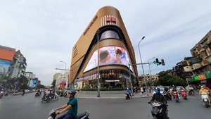VN-Index increases, spotlight on Vingroup shares